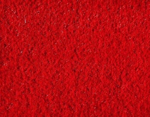 Красный искусственный газон