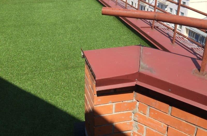 Декоративная ландшафтная трава с высотой ворса 20 мм на балконе